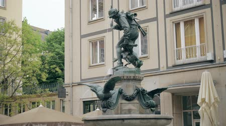 saxon : DRESDEN, GERMANY - MAY 2, 2018. Gansediebbrunnen or Goose Thief fountain in city centre Stock Footage