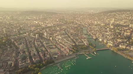 švýcarský : Aerial shot of Zurich center and the Limmat river in Switzerland