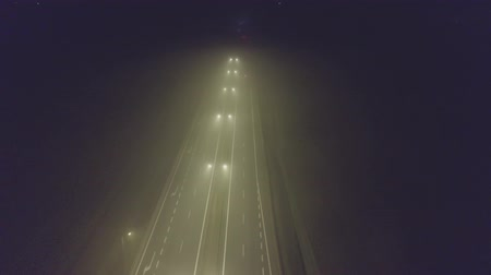 işaretler : Aerial view of a foggy highway traffic at night