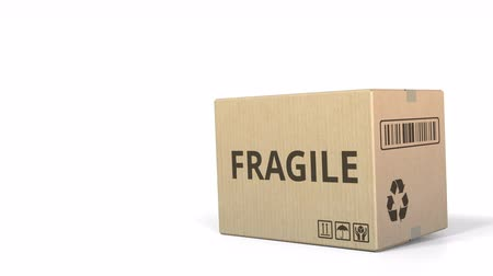 logisztikai : Falling box with FRAGILE inscription. 3D animation Stock mozgókép