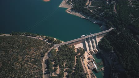 mês : Aerial view of the hydroelectric power plant and the dam Vídeos