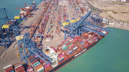 importação : VALENCIA, SPAIN - OCTOBER 2, 2018. Aerial view of Hapag-Lloyd ship and big port container terminal