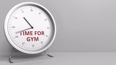 напоминать : TIME FOR GYM caption on the clock face. Conceptual animation Стоковые видеозаписи
