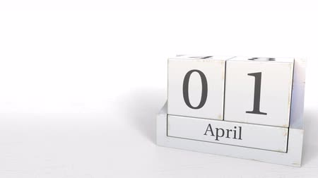 primeiro plano : April 1 date on wooden blocks calendar. 3D animation