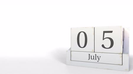 período : July 5 date on retro blocks calendar, 3D animation