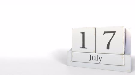 son teslim tarihi : July 17 date on vintage cube calendar, 3D animation Stok Video