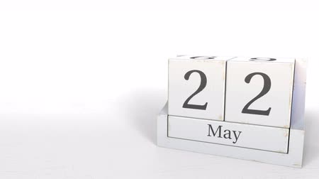 hoje : Cube calendar shows May 22 date. 3D animation