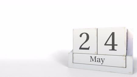 4分の1 : Wood cube calendar shows May 24 date, 3D animation 動画素材