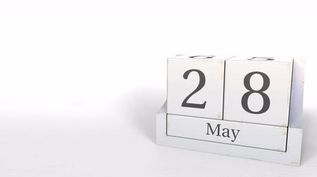 eight : Wood cube calendar shows May 28 date, 3D animation