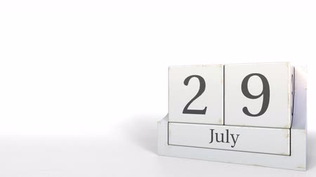 nove : Wood cube calendar shows July 29 date, 3D animation Vídeos