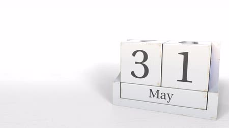 primeiro plano : May 31 date on wooden blocks calendar. 3D animation Stock Footage