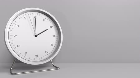 часов : Round clock shows 2:00 or 14:00 sharp. Two or fourteen oclock. 3D animation