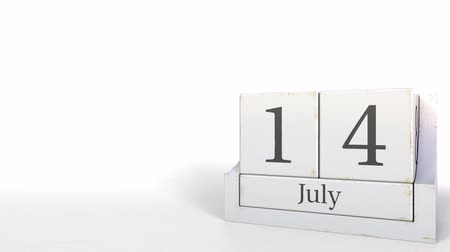 son teslim tarihi : Wood cube calendar shows July 14 date, 3D animation