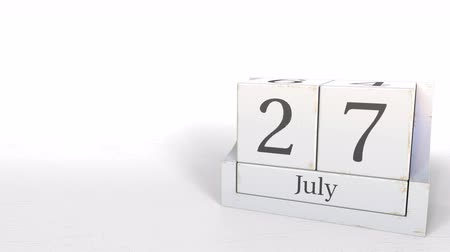 yedi : Wood cube calendar shows July 27 date, 3D animation