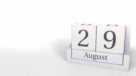 período : Wooden blocks calendar shows August 29 date, 3D animation Vídeos