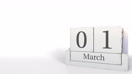 primeiro plano : March 1 date on vintage cube calendar, 3D animation