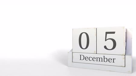 hoje : Cube calendar shows December 5 date. 3D animation