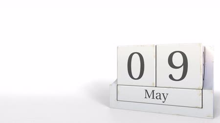 son teslim tarihi : Cube calendar shows May 9 date. 3D animation Stok Video
