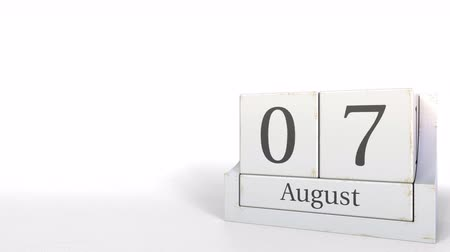 son teslim tarihi : Cube calendar shows August 7 date. 3D animation