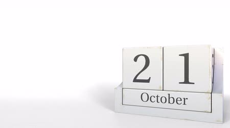 primeiro plano : Cube calendar shows October 21 date. 3D animation