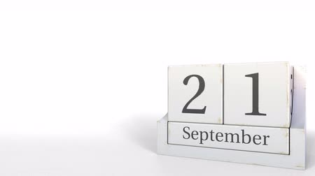 son teslim tarihi : September 21 date on wood bricks calendar. 3D animation Stok Video
