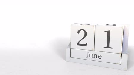primeiro plano : June 21 date on wooden blocks calendar. 3D animation