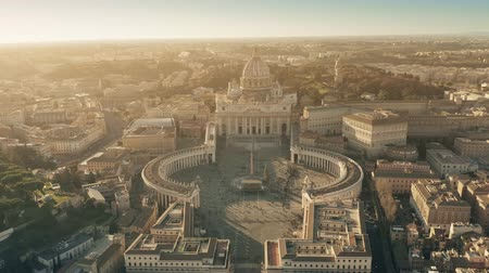 рождество : Aerial view of crowded St. Peters Square in Vatican City decorated for Christmas and New Year