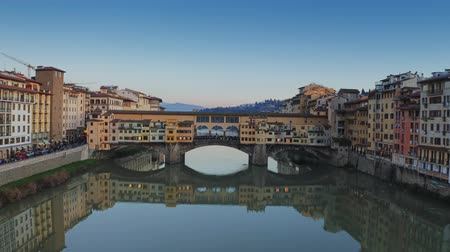 palmo : Aerial establishing shot of Ponte Vecchio bridge in Florence, Italy
