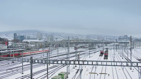 locomotiva : Trains and railroad tracks in snow Vídeos