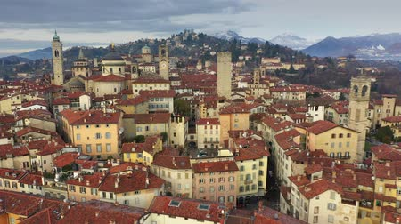 fortificado : Aerial view of old fortified Upper City of Bergamo, Italy Stock Footage