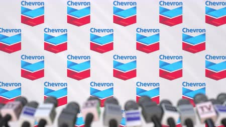 mededeling : News conference of CHEVRON, press wall with logo as a background and mics, editorial animation