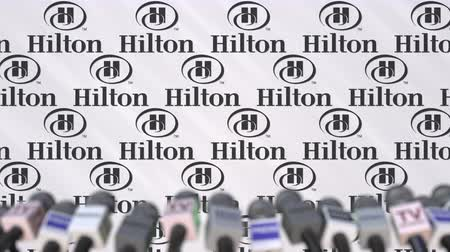 редакционный : Media event of HILTON, press wall with logo and microphones, editorial animation Стоковые видеозаписи