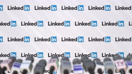 duyuru : LINKEDIN company press conference, press wall with logo and mics, conceptual editorial animation