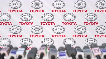 редакционный : TOYOTA company press conference, press wall with logo and mics, conceptual editorial animation
