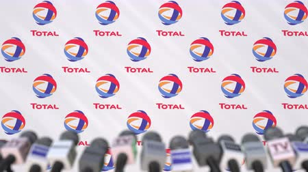 celkový : News conference of TOTAL, press wall with logo as a background and mics, editorial animation