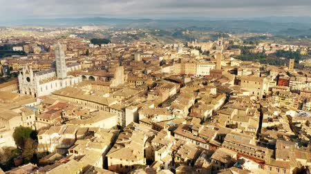 シエナ : Aerial view of the city of Siena involving famous Piazza del Campo or Campo Square. Tuscany, Italy 動画素材