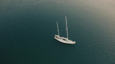 マスト : Aerial view of unknown man cruising on his sailboat with removed sails
