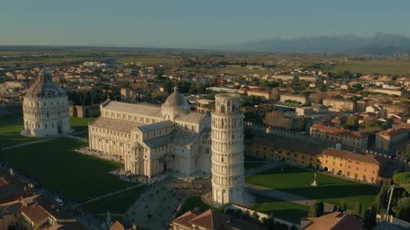 escala : Aerial hyperlapse of famous Leaning Tower of Pisa. Tuscany, Italy Vídeos