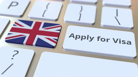виза : APPLY FOR VISA text and flag of Great Britain on the buttons on the computer keyboard. Conceptual 3D animation Стоковые видеозаписи