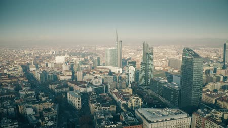 milaan : MILAN, ITALY - JANUARY 5, 2019. Aerial shot of the Porta Nuova business district skyscrapers and cityscape