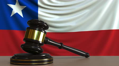 árverezői kalapács : Judges gavel and block against the flag of Chile. Chilean court conceptual animation Stock mozgókép