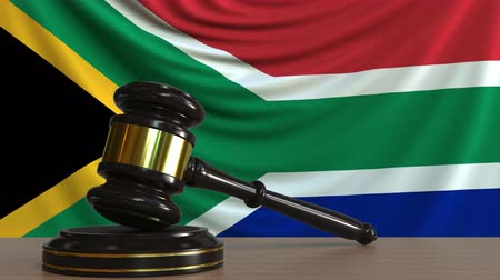árverezői kalapács : Judges gavel and block against the flag of South Africa. Court conceptual animation Stock mozgókép