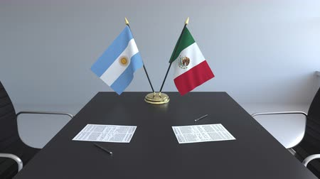 diplomatie : Drapeaux de l'Argentine et du Mexique et papiers sur la table. Négociations et signature d'un accord international. Animation 3D conceptuelle