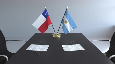 ondertekening : Flags of Chile and Argentina and papers on the table. Negotiations and signing an international agreement. Conceptual 3D animation Stockvideo