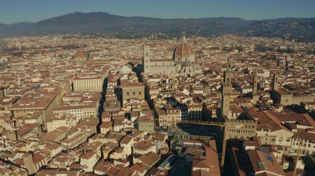 キューポラ : Aerial establishing shot of the city of Florence. Cathedral of Santa Maria del Fiore, Italy 動画素材