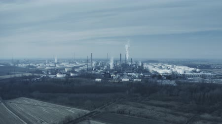 emise : Aerial view of big air polluting industrial area