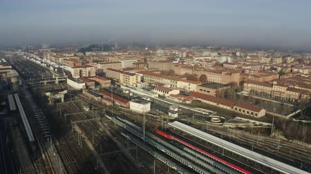 bolonhesa : Bologna Centrale railroad station and tracks and city, Italy. Aerial shot Vídeos