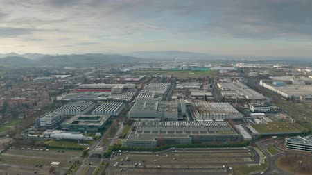итальянский : MARANELLO, ITALY - DECEMBER 24, 2018. Ferrari car factory, aerial view