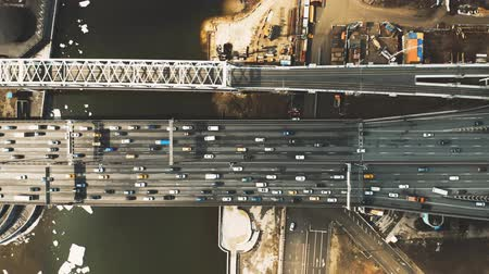 运输 : Aerial down view of car traffic on the bridge