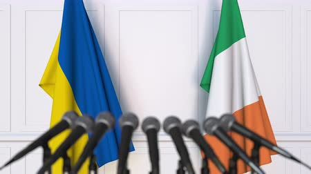 утверждение : Flags of Ukraine and Ireland at international meeting or negotiations press conference. 3D animation